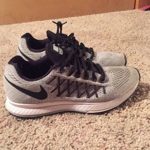 Size 8 Nike gray and black shoes